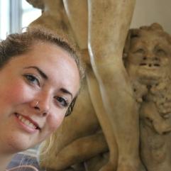 Surprise!! Making fun of sculptures